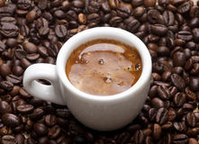 Grains de café et tasse de café Images stock