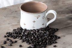 Grains de café et tasse de vintage Photo libre de droits