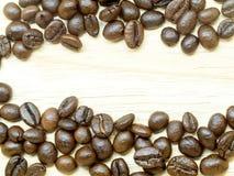 Grains de café frais d'isolement Image libre de droits