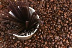 Grains de café frais rôtis Photo stock