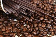 Grains de café frais rôtis Photos stock