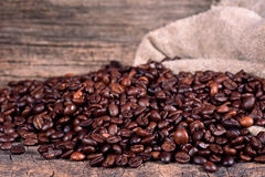 Grains de café noirs Image stock
