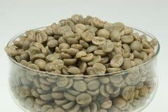 Grains de café non rôtis Images libres de droits