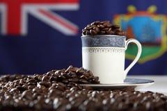 Grains de café rôtis d'île de StHelena avec l'indicateur Photos stock