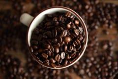 Grains de café rôtis foncés Photo stock