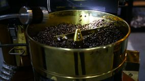Grains de café rôtis modernes banque de vidéos