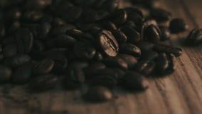 Grains de café rôtis banque de vidéos