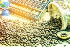 Grains de café sur l'en bois Photographie stock