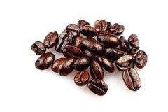 Grains de café sur le blanc Images libres de droits