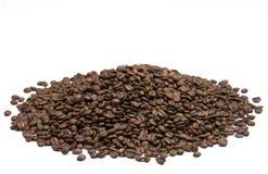 Grains de café sur le fond blanc Photo stock
