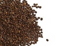 Grains de café sur un fond blanc Photo libre de droits