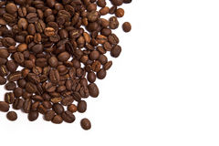 Grains de café sur un fond blanc Photos stock