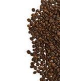 Grains de café sur un fond blanc Image stock