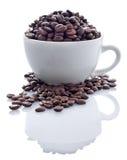 Grains de café dans la cuvette Images stock