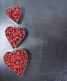 Grains de poivre roses (forme de coeur) Image stock