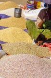 Grains locaux à vendre dans Lalibela photographie stock libre de droits