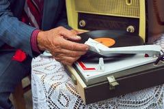Gramófono pasado de moda Imágenes de archivo libres de regalías
