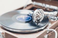 Gramófono portátil viejo Foto de archivo libre de regalías