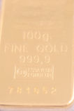 100 gram av ren guld Arkivfoton