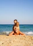 gram na plaży zdjęcia royalty free