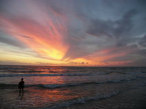 gram na plaży słońca obrazy stock