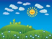 Grama e céu com nuvens e sol Fotos de Stock Royalty Free