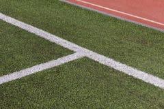 Grama e linhas do futebol Fotos de Stock Royalty Free