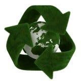 A grama recicl o símbolo com terra Imagens de Stock Royalty Free