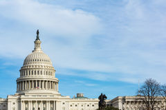 Grama S azul do Washington DC da construção do Capitólio dos E.U. da paisagem do dia Fotografia de Stock
