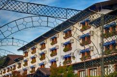Gramado, Бразилия: Типичная архитектура Gramado стоит вне среди других городов для своей баварской архитектуры стоковое фото rf