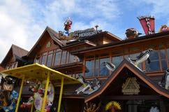 Gramado, Бразилия: Типичная архитектура Gramado стоит вне среди других городов для своей баварской архитектуры стоковые фото