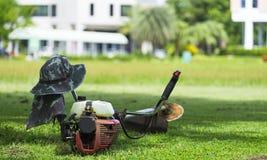 Gramado de sega do jardineiro da cidade Foto de Stock Royalty Free