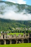 Gramado e muralhas em Castelgrande, Bellinzona Fotografia de Stock