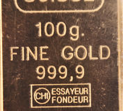 100 gramas do ouro puro Fotografia de Stock Royalty Free