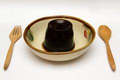 grame a sobremesa da geleia ou da geleia da folha em uma bacia Imagem de Stock