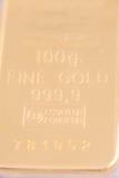 100 grammi di oro puro Fotografie Stock