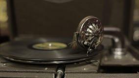 Grammofoon in de antieke winkel stock videobeelden