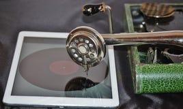Grammofoon en ipad innovatieve samenwerking Stock Afbeelding