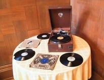 Grammophon auf dem Tisch stockbild