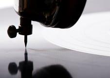 Grammophonnadel, die Aufzeichnung spielt Stockfotos