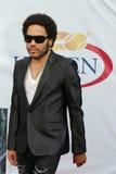 Grammyprisvinnare Lenny Kravitz för fyra gånger på den röda mattan för US Open ceremoni för 2013 premiär Royaltyfri Fotografi