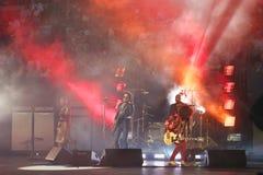 Grammyprisvinnaren Lenny Kravitz för fyra gånger utförde på US Open ceremoni för 2013 premiär Arkivfoton