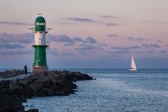 Gramocząsteczka na morza bałtyckiego wybrzeżu w Warnemuende Zdjęcia Royalty Free