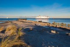 Gramocząsteczka na morza bałtyckiego wybrzeżu w Warnemuende, Niemcy Zdjęcia Royalty Free
