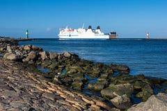 Gramocząsteczka na morza bałtyckiego wybrzeżu w Warnemuende, Niemcy Obraz Royalty Free