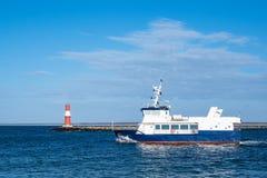 Gramocząsteczka na morza bałtyckiego wybrzeżu w Warnemuende, Niemcy Fotografia Stock