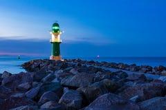 Gramocząsteczka na morza bałtyckiego wybrzeżu w Warnemuende, Niemcy Obraz Stock