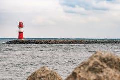 Gramocząsteczka w Warnemuende Latarnia morska w Rostock Zdjęcia Royalty Free
