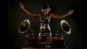 Gramofone bonito DJ vídeos de arquivo