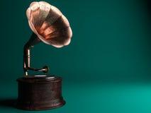 Gramofone do vintage no fundo verde Fotos de Stock Royalty Free